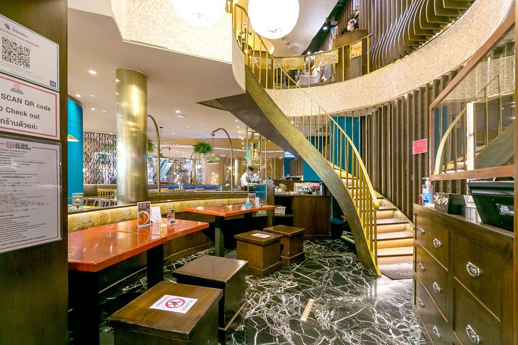 全4店舗の中でも唯一2階席があり、リバービューも眺められる最もおしゃれな店舗 - ばんかららーめん(ICONSIAM店)