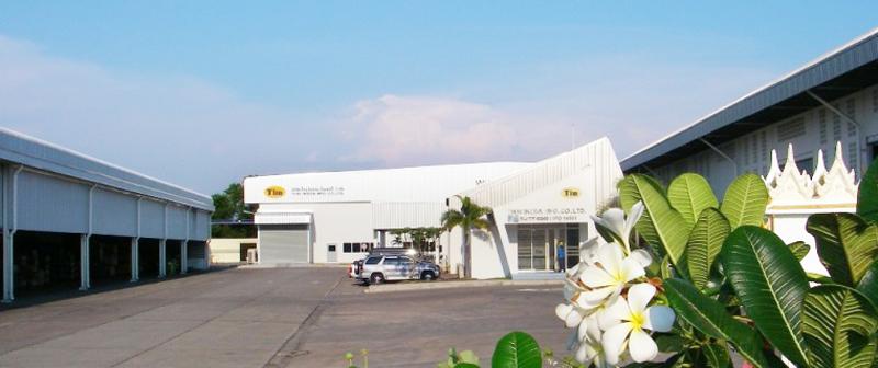 TIMの工場風景(左/プレス工場 ・中央/溶接工場&事務所 ・右/出荷検査&出荷倉庫)