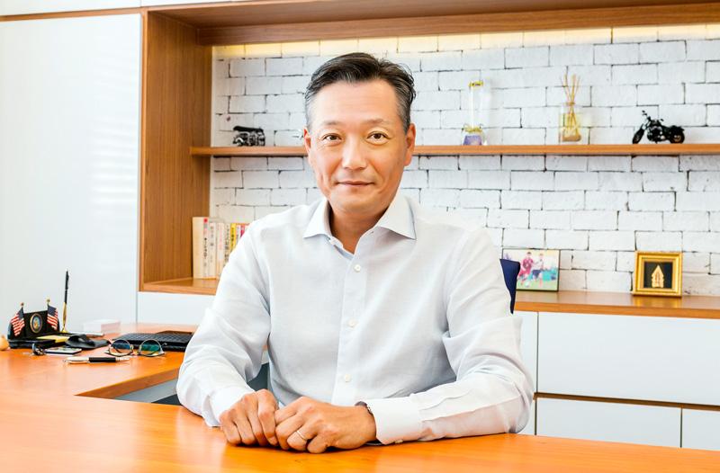 คุณคาซูโตชิ ฮิราซาว่า ประธานบริษัท THAI IKEDA KAKINUMA CO., LTD.