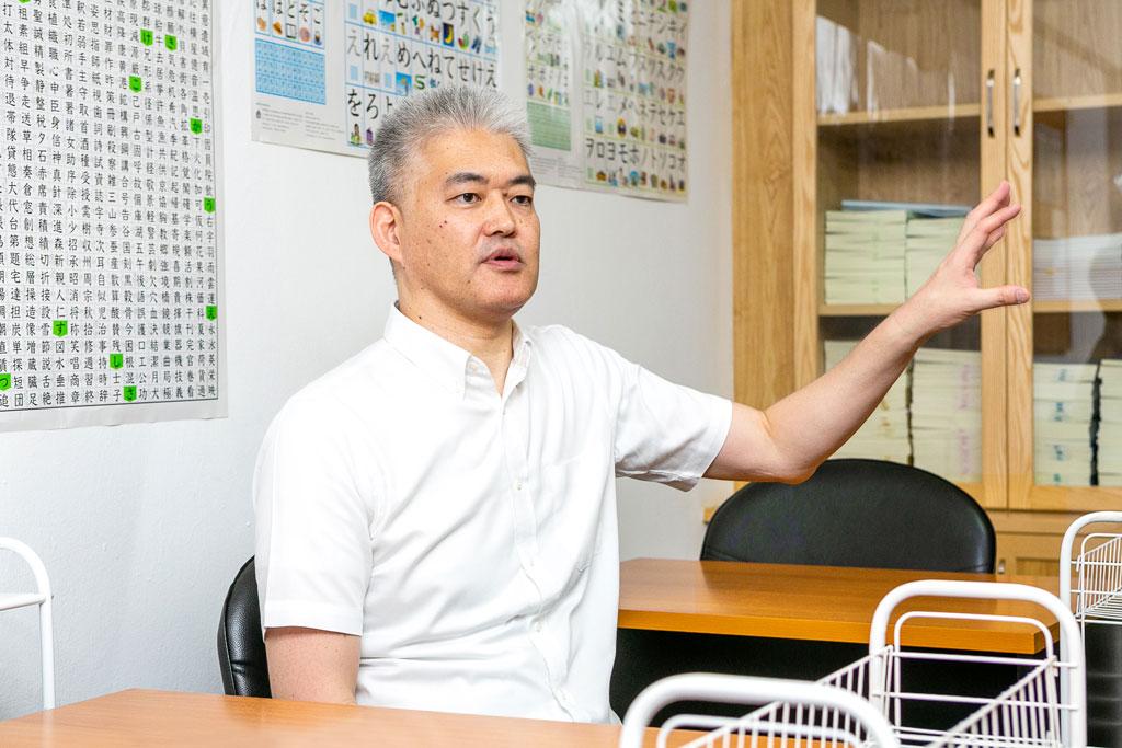 「高い合格率を実現しているのは本気で教えるから」と語る同校の鈴木代表