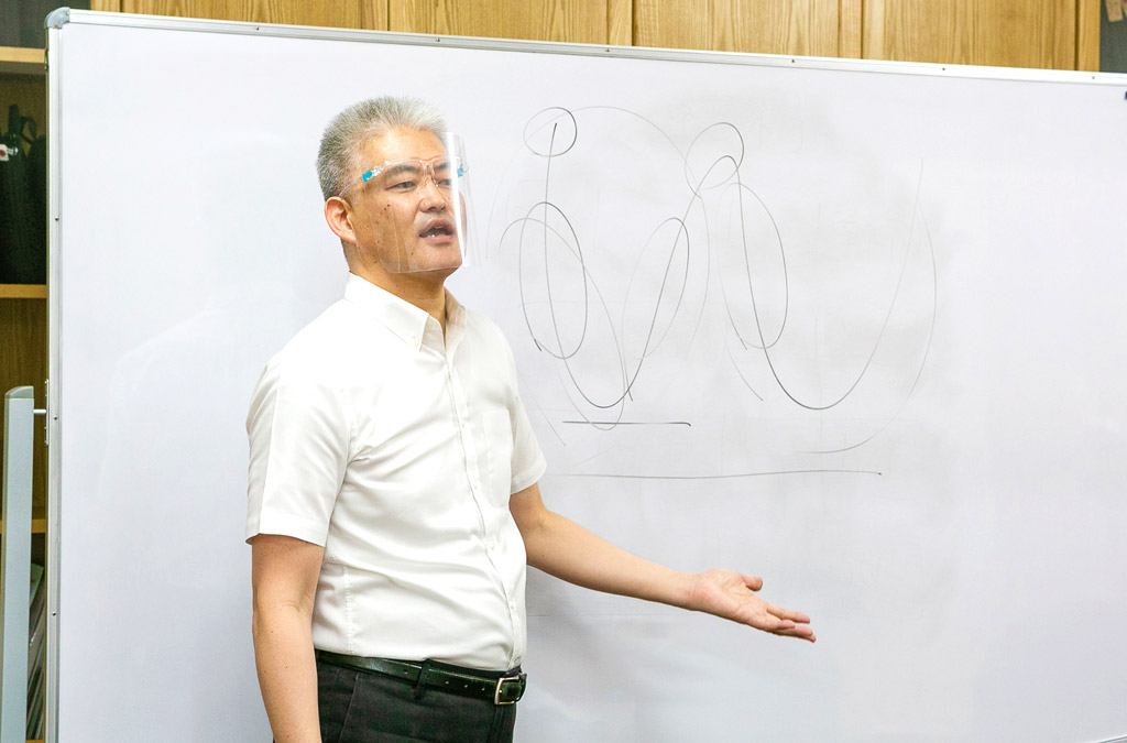 「ひとはいつでも勉強できるわけではありません。 ですから、勉強できるときにしていただきたい」と鈴木先生。 タイにいる今こそが一歩踏み出すチャンスかもしれません。 日本で受講する場合、検定試験を受けるまでに2年間かかることが多く、当然費用もかさむそうです。