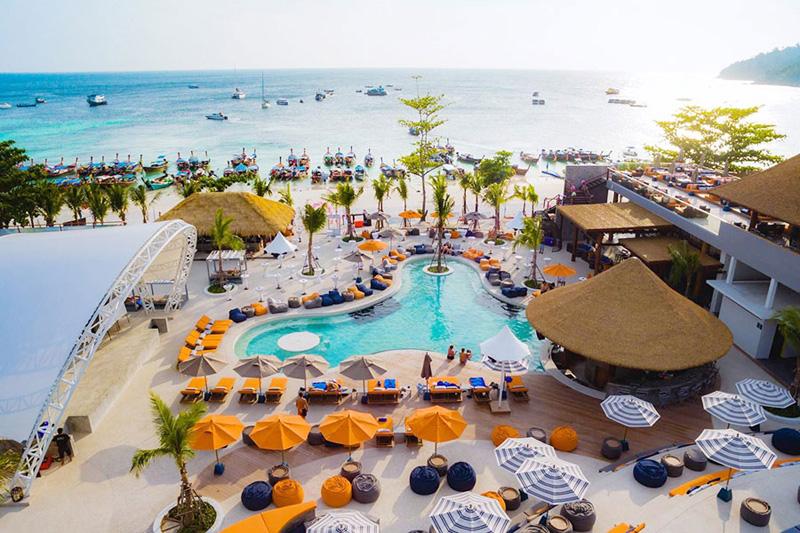 シーズン最高潮! タイ屈指のリペ島最新憧れリゾートホテル 2泊3日『ANANYA LIPE』にステイ! 美しいビーチと独特な雰囲気が最高なハイシーズンのリペ島。 旅わ〜るどが2月限定で緊急プロモーションを実施中です。 大人8,500B〜 こども6,600B〜 ※連休は航空券が高くなります 含まれるもの: バンコク~ハジャイ往復航空券 ハジャイ空港~リペ島往復送迎 宿泊&朝食2日