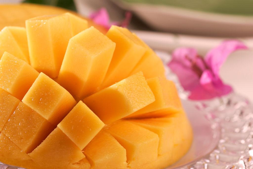 太陽の恵みをたっぷりと浴びて育ったマンゴーは、甘く熟して美味しさ&栄養満点。 特に天候に恵まれた今年(2021年)は、マンゴーの当たり年だと評判も上々です。