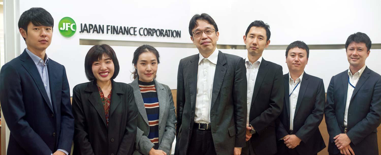 日本人駐在員5人と事務所を支えるタイ人サポートメンバー
