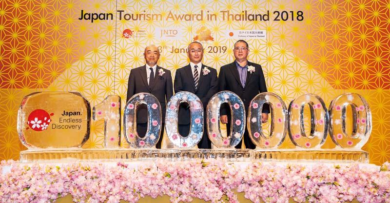 Japan Tourism Award in Thailand 2018の表彰式。タイの訪日旅客数100万人突破記念のモニュメント