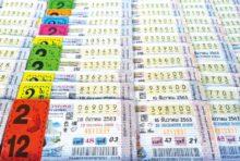 街中には大きな宝くじ売り場もある