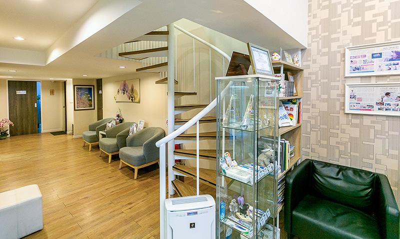 クリニック上階に完全個室のプライベート診療スペースがある