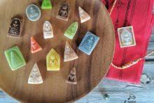 お守りの形をした伝統菓子に全国からオーダーが殺到