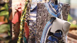 定価の3〜4割引で多彩な商品が並ぶ