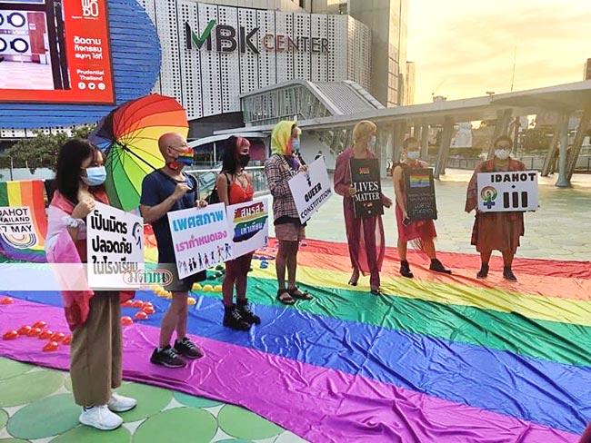 IDAHOT(International Day Against Homophobia, Transphobia and Biphobia)=「多様な性にYESの日」がバンコク芸術文化センター前で開催され、性的少数者に差別のない社会が求められた。