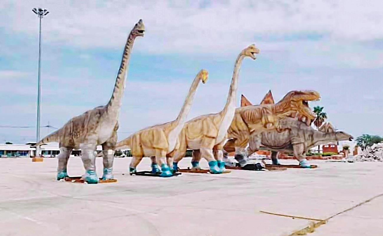 5月22日、サムットサコーン県の閉園したテーマパークから払下げられた等身大の恐竜が中古用品店のFacebook上で出品された。