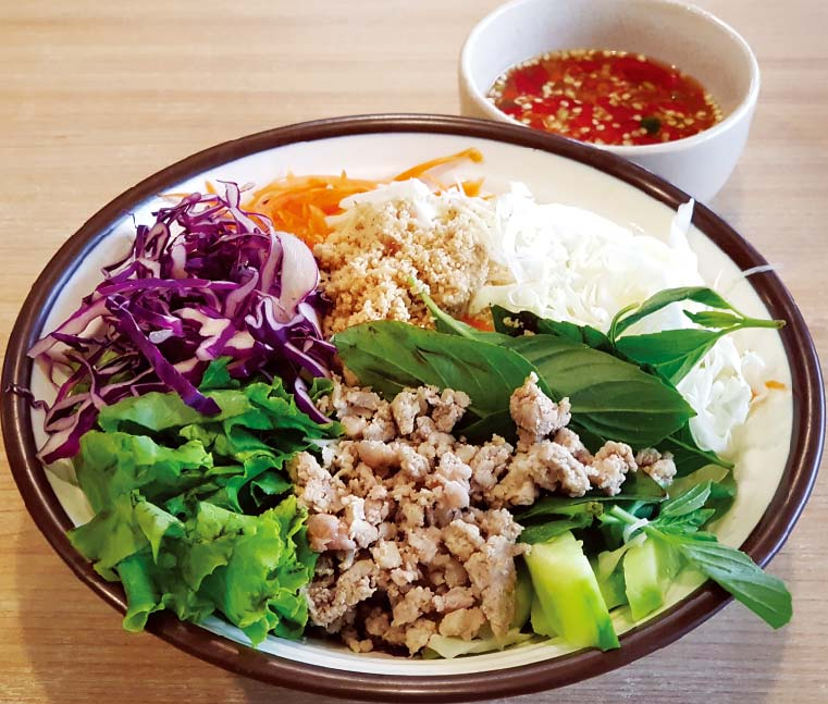 タイ風サラダ麺 ・・・ 50B