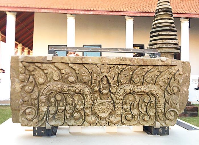 5月31日、ベトナム戦争中に盗まれとされる寺院の梁が米国から返還され、国立博物館で披露された。砂岩製の梁にはヒンズー教の神が彫刻されている。