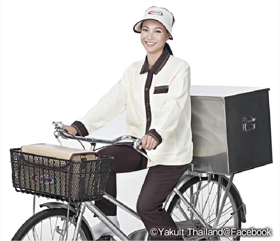 自転車で配達する「サオ・ヤクルト」