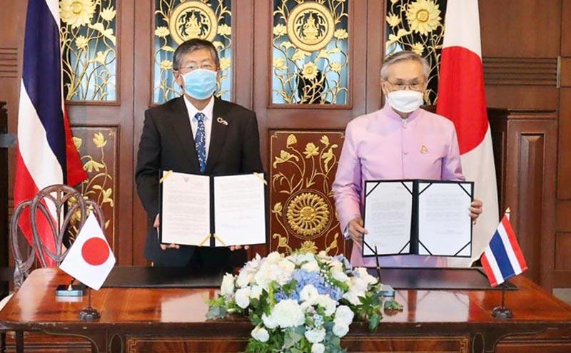 梨田和也駐タイ日本大使とドーン副首相兼外務大臣は6月29日、ワクチン贈与に関する書簡を交換。7月中に日本政府からタイやインドネシアなどアジア諸国へ、英アストラゼネカ製ワクチンが届けられる見込み。