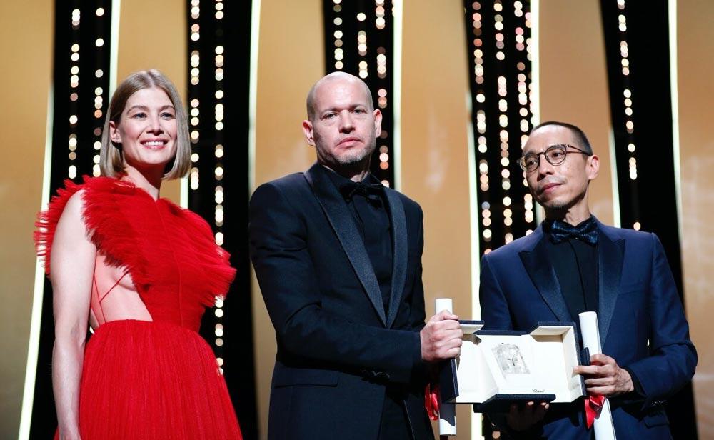 第74回カンヌ国際映画祭の授賞式が16日(現地時間)に開かれ、タイのアピチャートポン・ウィーラセタクン監督最新作「MEMORIA」が審査員賞を受賞した。今作は同映画祭で初お披露目され、上演後には約10分間のスタンディングオベーションに包まれた。