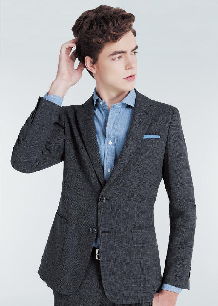 カーディガン感覚で羽織れる新感覚の「4Sスーツ」