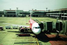 エアアジア、タイ国内線運航再開見送り 国営長距離バスは全路線運休