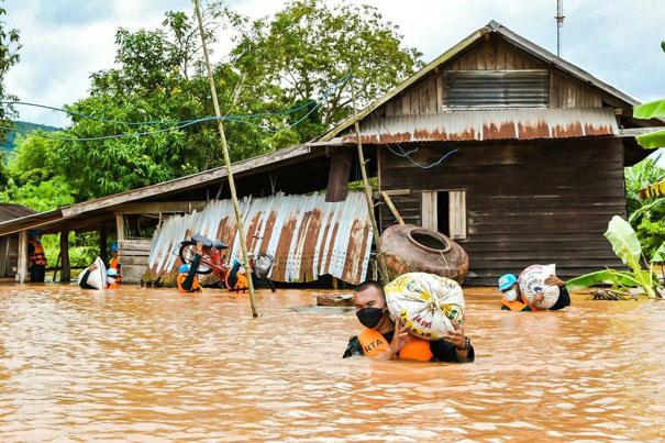 勢力の強い熱帯低気圧の接近により、7月下旬より全国的に大雨や洪水が発生。北部や西部・ターク県の一部地域には避難指示が出され、軍による住民の救助活動が続く。