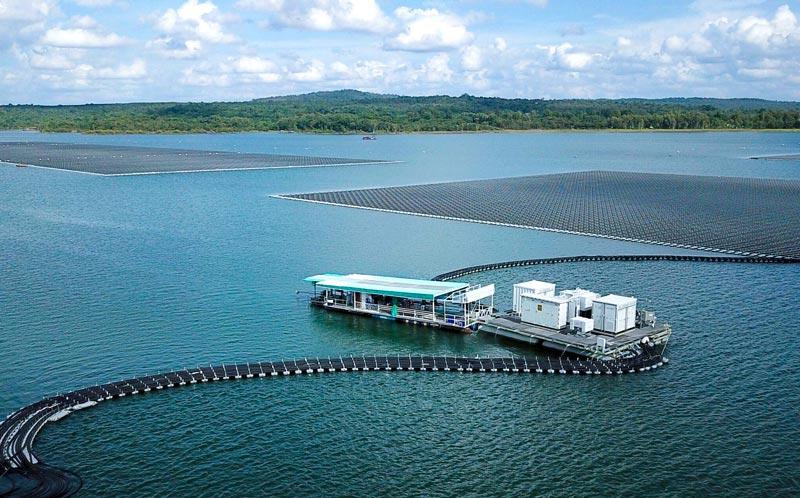 シリントーンダムに巨大ソーラーパネルを設置 - ワイズデジタル【タイで生活する人のための情報サイト】