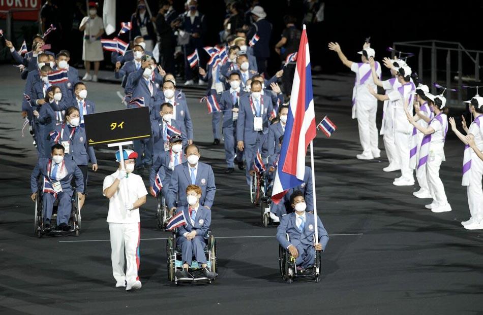 東京パラリンピック開会式タイ選手団が三色旗を掲げる - ワイズデジタル【タイで生活する人のための情報サイト】