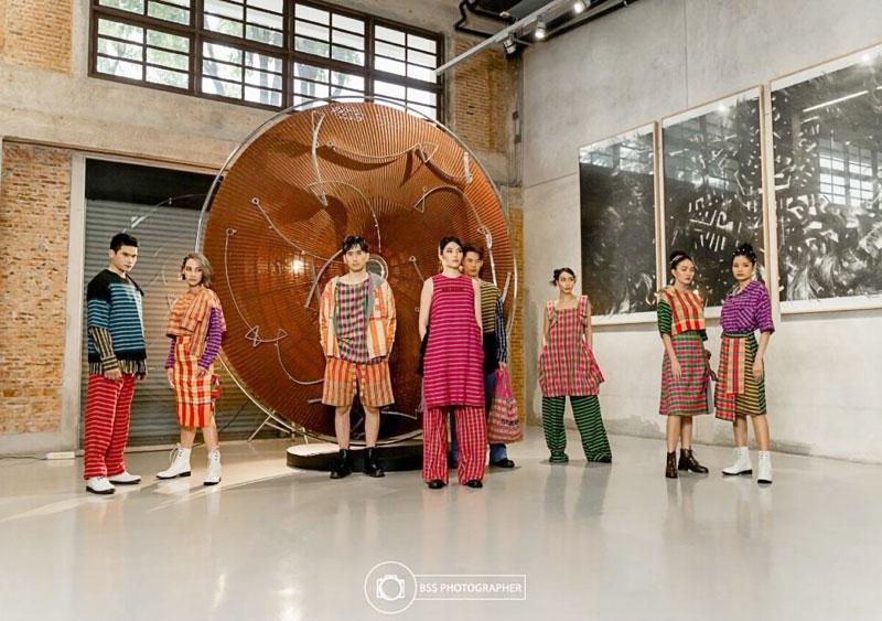 タイの織物文化の継承・発展を目的に、現代芸術文化事務局が民族ウェアコレクションをローンチ。4人の著名なタイ人デザイナーを起用し、現代の感性が光る4ラインを同局のSNSなどで公開中。